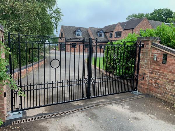 bespoke metal fabrication, metal gates and railings, ironwork